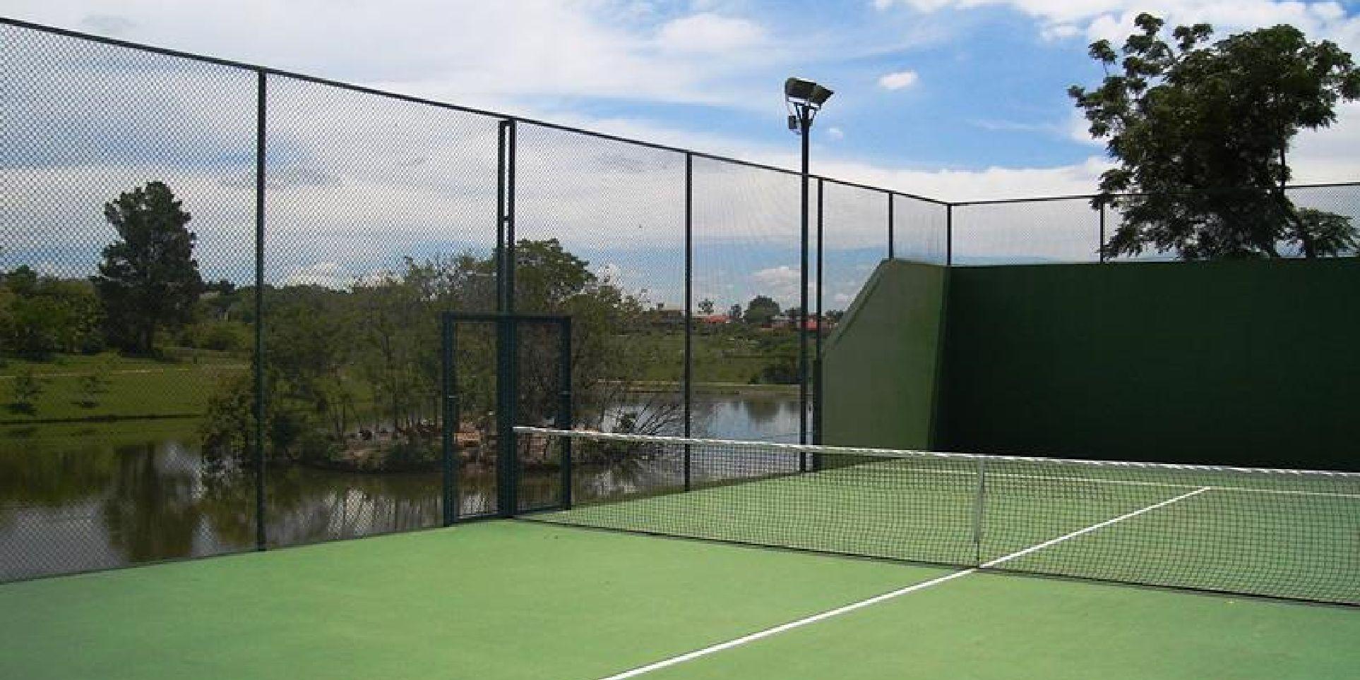 Uma das quadras de tenis da Fazenda Vila Real