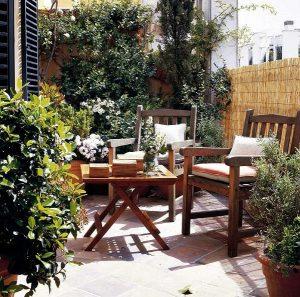 Dicas para decoração da área externa - Mesa e cadeiras para jardim