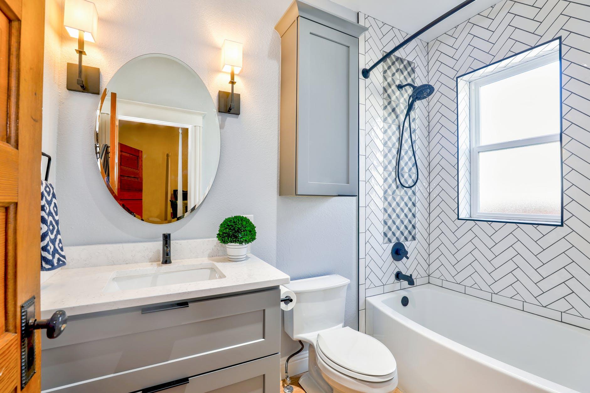 Decoração de casas e apartamentos com papel de parede - Papel de parede no banheiro
