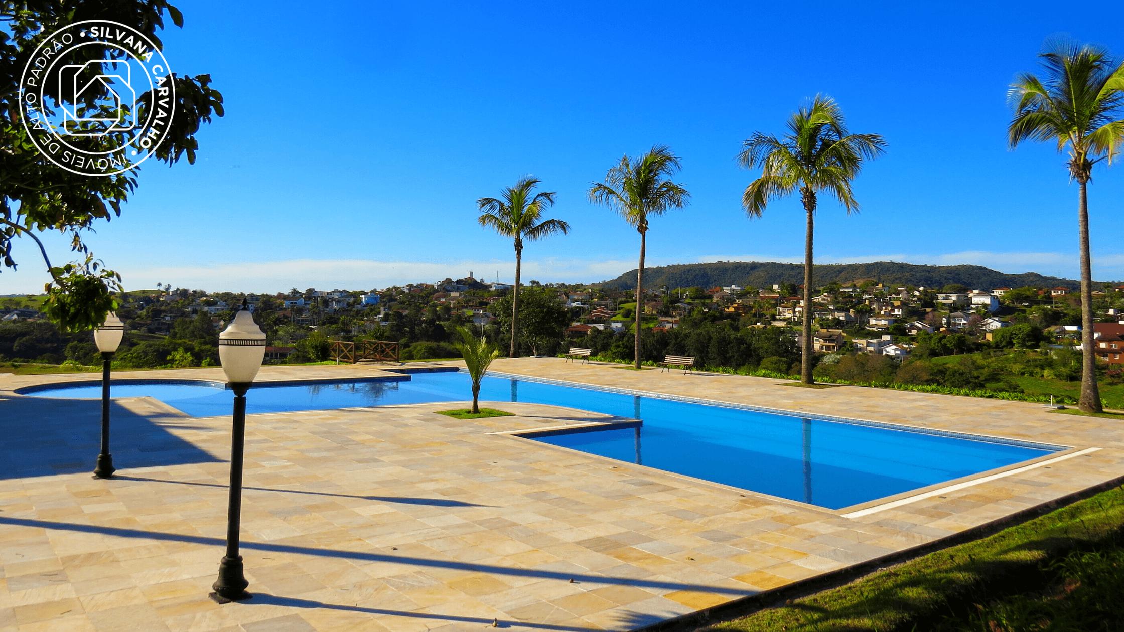 Piscina com vista para a Serra do Japi no Condomínio Campos de Santo Antônio 2